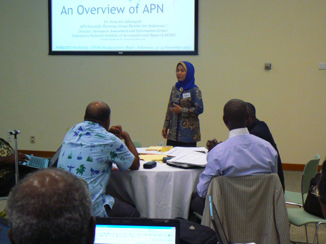 Dr. Erna Sri Adiningsih presented an overview of APN and lessons learned on international research networking