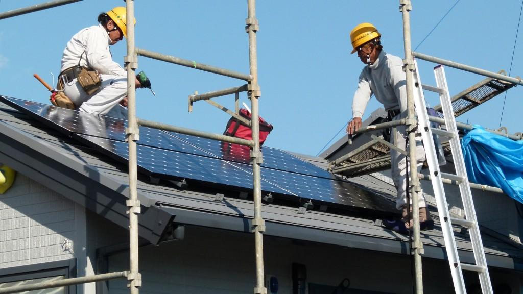 Photo: Residential solar PV installation at Yokohama, Japan. By Bernd/Flickr (CC BY-SA 2.0)